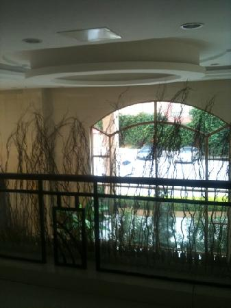 Junyue Hotel (Xingnan Avenue): Blick aus dem Zimmer in die Lobby