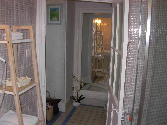 Les Trois Jardins: salle de bain