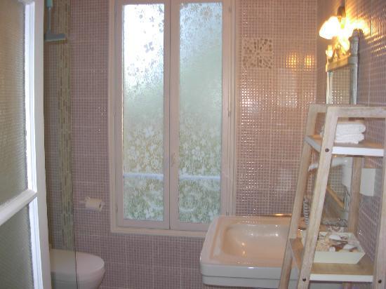 Les Trois Jardins: salle de bain chambre Monet