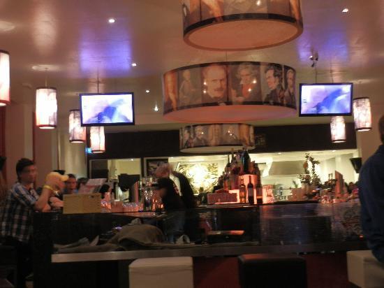 PLUS Berlin: sala ristorante