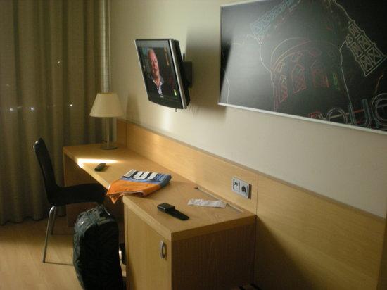 Daniya Alicante : room and tv