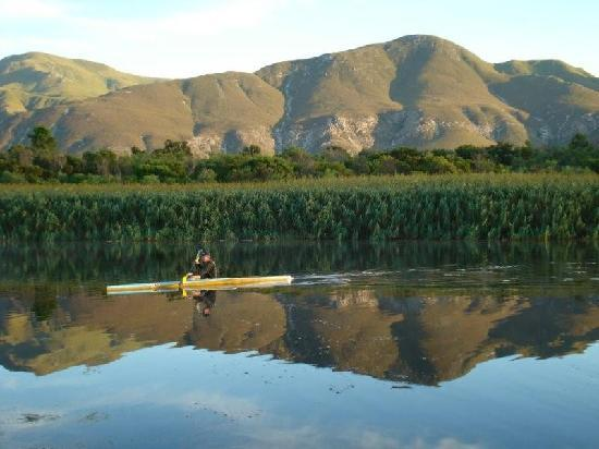 Stanford River Lodge: Paddling on the River