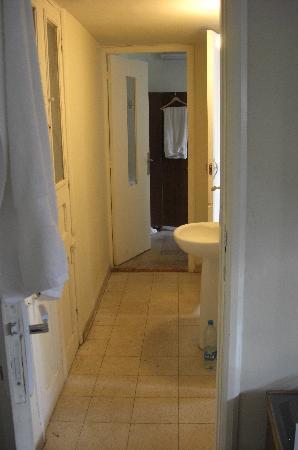 Saifi Urban Gardens: two room suite, no 21, Building 2