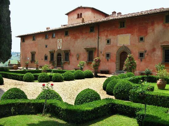 Vignamaggio: la vista della villa dal giardino
