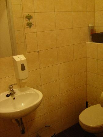 Do Step Inn: Baño habitación cuadruple
