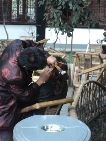Sichuan Hotel: Get your Ears Cleaned!