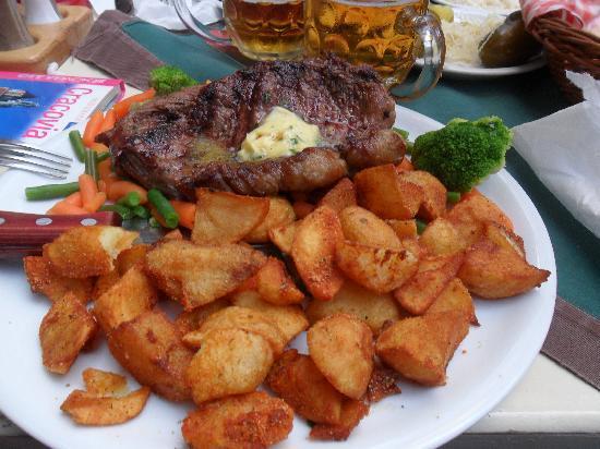 Pod Wawelem: bistecca con patate al forno