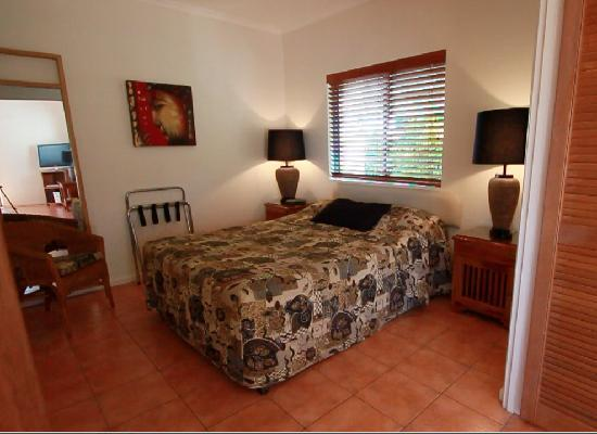 Accommodation Rimini by the River-Noosa: Spacious bedroom