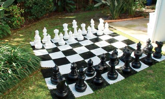 Accommodation Rimini by the River-Noosa: Giant Chess Set