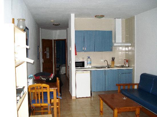 Portinatx Apartments: Apartamentos Portinatx vom Balkon aus in die Küche
