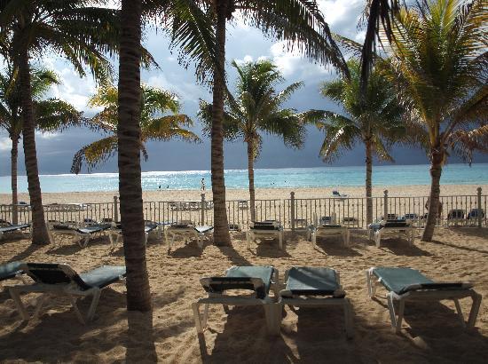 Hotel Riu Lupita: La plage du beach club
