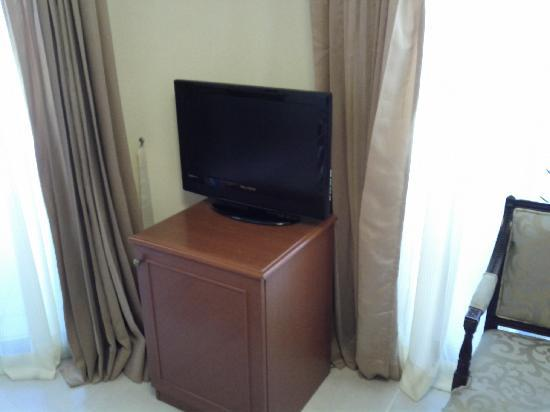 Mookai Hotel: The TV set.