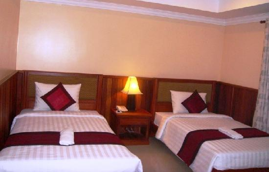 Skyway Hotel: Twin Bed
