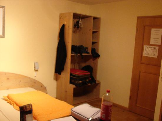 Hotel Rheintal : Schrank