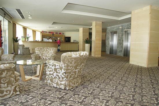 Ramada Hotel & Suites Kranjska Gora lobby