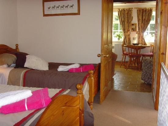 Brookleys Bed & Breakfast: The Roses Suite.  Twin Bedded room, with own kitchen and sitting room