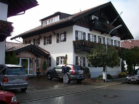 Hotel Edelweiss: exterior