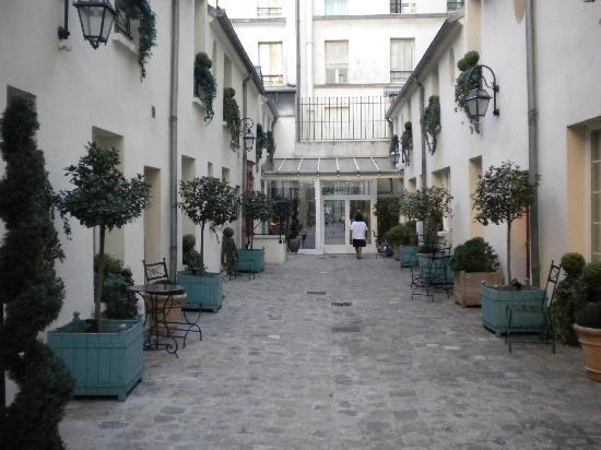 Residence Unic Renoir Saint Germain : il cortile delle stanze