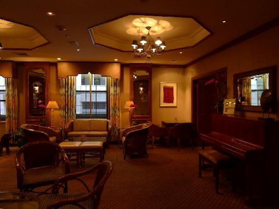 Casablanca Hotel by Library Hotel Collection: comfortable lounge