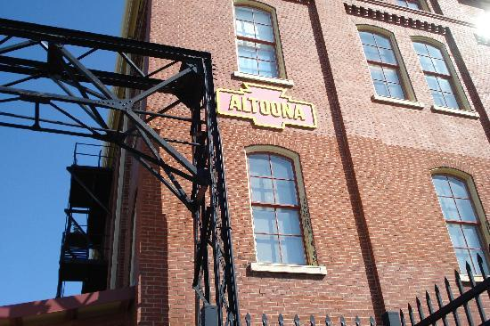 Altoona Railroaders Memorial Museum: Museum near entrance