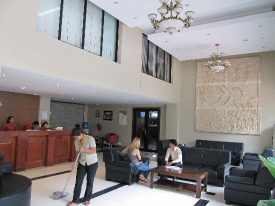 Lux Riverside Hotel & Apartments: Hotel Lobby