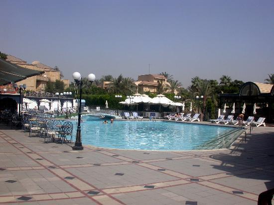 โรงแรม โอเอซิส: Pool area