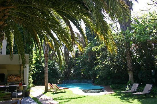 African Rock Hotel: De tuin