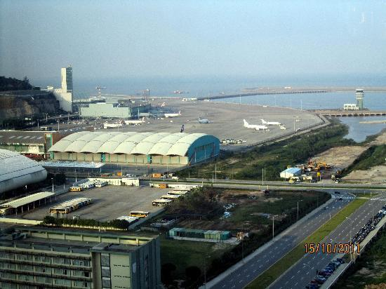 Grand Hyatt Macau: Airport can be seen from the room