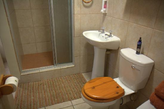 Aber Jetz Guesthouse: Bathroom