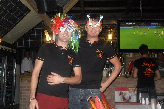 Samdan Restaurant : waiters playing with fancy dress