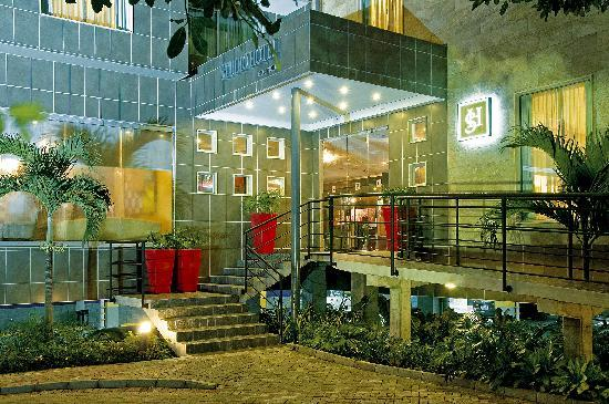 Studio Hotel: Hotel Front