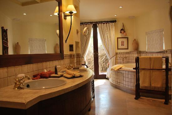 Al Maha, A Luxury Collection Desert Resort & Spa: Bathroom
