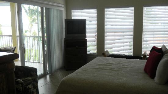 Tortuga Beach Resort: Suite 266 master bedroom with lanai