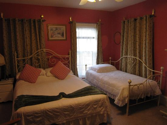 Always Inn Bed & Breakfast: Bedroom