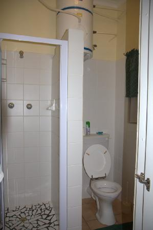Sophia's Bed and Breakfast: Shower area