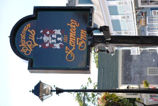 Kennedy Inn: sign