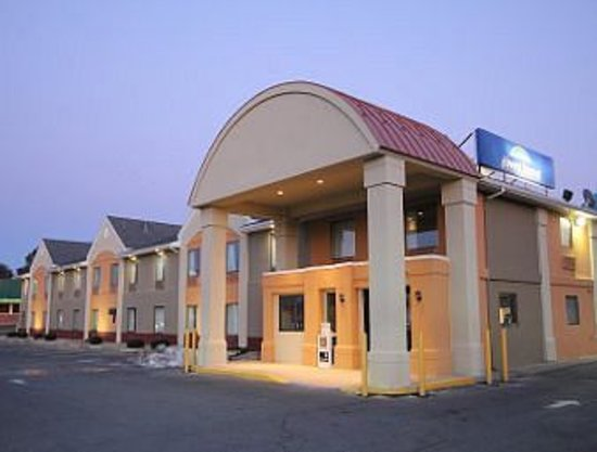 Howard Johnson Inn and Suites Allentown/Dorney: Exterior