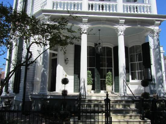 Melrose Mansion: Exterior