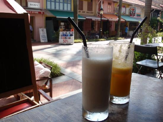 Sleepy Sam's Bed & Breakfast: refreshing drinks