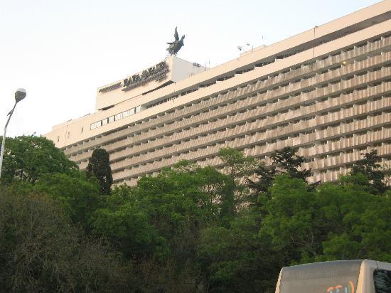 Yalta Intourist Hotel: вид  с нижней стоянки