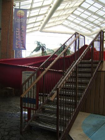 Comfort Inn Splash Harbor: steps to the slide