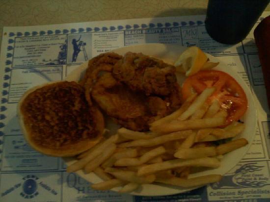 Marina Seafood Restaurant: Softshell Crab Sandwich