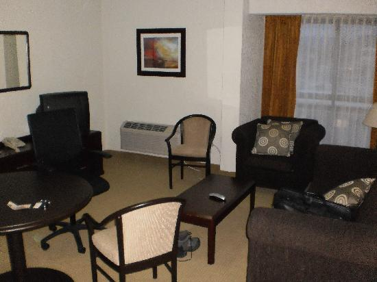 Holiday Inn Hermosillo: Living Room area of Jr Suite