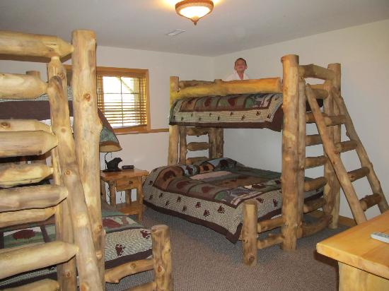 ‪‪Grizzly Jack's Grand Bear Resort‬: Bunk Beds‬