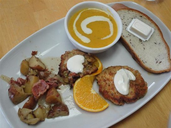 Pirate's Den Cafe: Lobster cakes, warm potato salad, soup