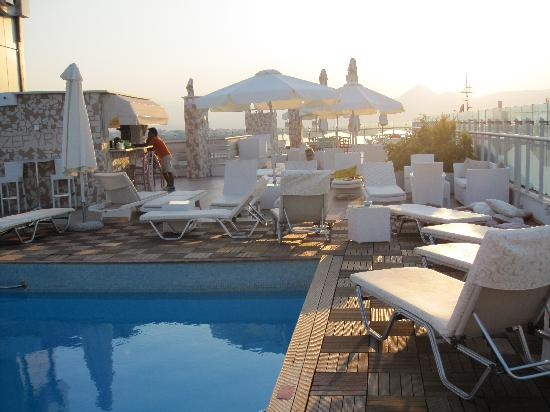 Capsis Astoria Heraklion Hotel: roof top pool!