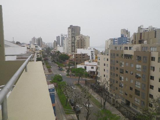 Hotel Runcu Miraflores: View from breakfast area