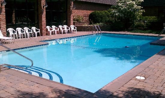 RIT Inn & Conference Center: Outdoor pool