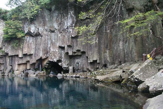 Cheonjeyeon Falls: The upper falls