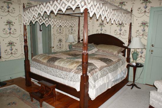 Applewood Manor Bed & Breakfast: Hannah's room